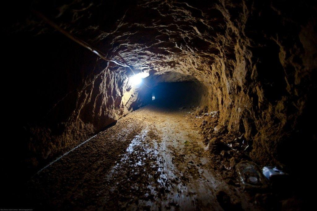2016_04_Smuggling_Tunnel.jpg